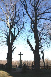 Krucyfiks na Cmentarzu przykościelnym